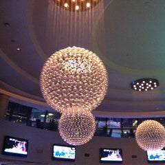 Photo taken at Atrium Lounge - Marriott Marquis by Tony S. on 2/14/2012