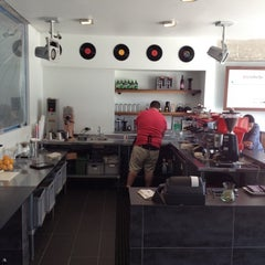 Photo taken at Elite Audio Coffee Bar by Holger L. on 5/31/2012