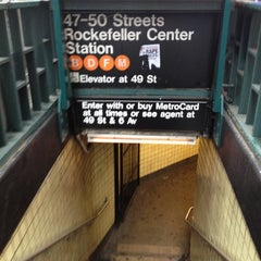 Photo taken at MTA Subway - 47th-50th St/Rockefeller Center (B/D/F/M) by Jay F. on 2/11/2012