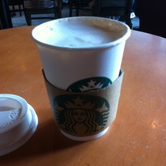 Photo taken at Starbucks (สตาร์บัคส์) by kib on 3/22/2012
