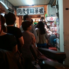 Photo taken at 鼎記滷味 by Sway H. on 5/19/2012
