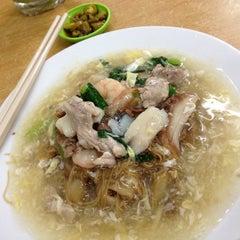 Photo taken at Koh Low Sar Hor Fun (高佬沙河粉) by Jeff Y. on 6/30/2012