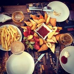 Photo taken at Alinda Cafe & Bar by Sinem Demirel on 6/27/2012