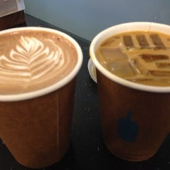 Photo taken at Blue Bottle Coffee by Dids on 4/28/2012