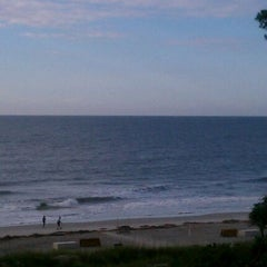 Photo taken at Palmetto Dunes Oceanfront Resort by Denny A. on 5/19/2012