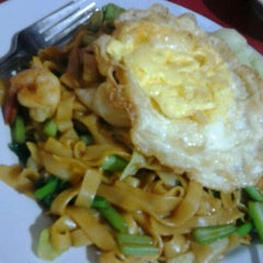 Photo taken at Chinese Food & Sea Food 99 by Anselmus A. on 6/4/2012