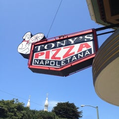 Photo taken at Tony's Pizza Napoletana by Hisatomo T. on 5/26/2012