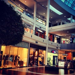 Photo taken at Shopping Crystal by Thiago S. on 7/30/2012