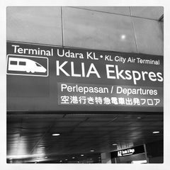 Photo taken at KLIA Ekpres/Transit (ERL) by Derrick L. on 6/12/2012