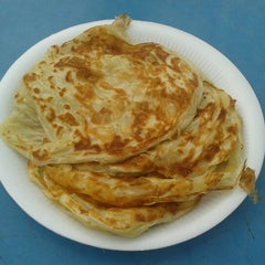 Photo taken at Pak Wan Roti Canai by Farhanah on 8/22/2012