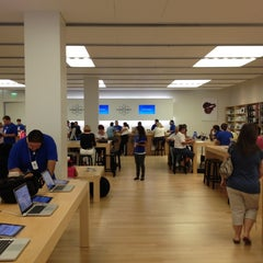 Photo taken at Apple Store, International Plaza by Fred S. on 4/25/2012