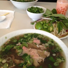 Photo taken at Pho 75 by Mariam B. on 4/10/2012