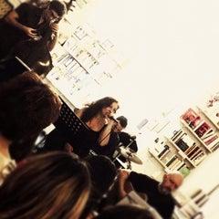 Foto scattata a Libreria Assaggi da Elisabetta M. il 6/23/2012