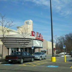 Photo taken at Regal Cinemas Willoughby Commons 16 by Anthony M. on 2/15/2012