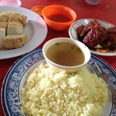Photo taken at Kuih Udang + Nasi Ayam Tepi Padang,semenyih by Shidah on 4/21/2012