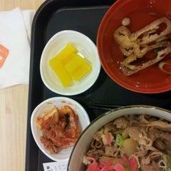 Photo taken at 오니기리와이규동 by Sora L. on 8/9/2012