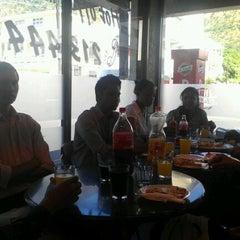 Photo prise au El Mondo Pizzeria par Azhar K. le5/16/2012