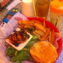 Photo taken at Fuddruckers by Michelle M. on 2/27/2012