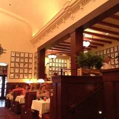 Photo taken at The Hollywood Brown Derby by Stephen M. on 8/16/2012