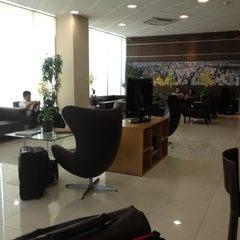 Photo taken at Sala VIP Centurion Club by Drino Q. on 4/24/2012