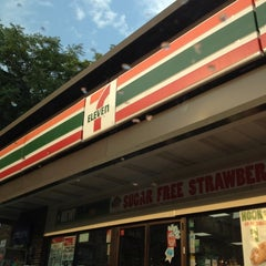 Photo taken at 7-Eleven by Jazmin D. on 6/29/2012