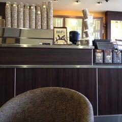 Photo taken at Zarraffa's Coffee by Vashti D. on 3/21/2012
