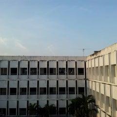 Photo taken at โรงเรียนรักษาดินแดน (Territorial Defense School) by Pissawat U. on 4/12/2012