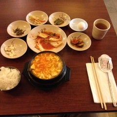 Photo taken at Dolsot House | K-Town BBQ Korean Restaurant by Chih-Han C. on 5/2/2012
