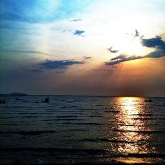 Photo taken at หาดวอนนภา (Wonnapa Beach) by Namz B. on 3/2/2012