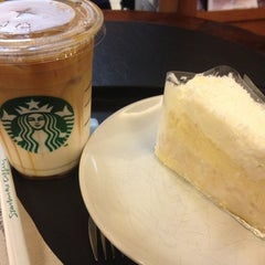 Photo taken at Starbucks (สตาร์บัคส์) by RaBBiT Bua W. on 5/19/2012