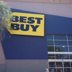 Photo taken at Best Buy by Yxes 💋🍂🍁 ☕. on 6/15/2012