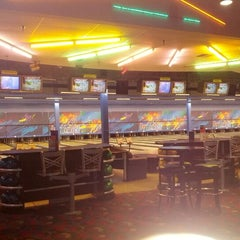 Photo taken at Brunswick Zone XL - Brooklyn Park by Max on 7/3/2012