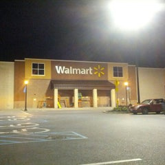 Photo taken at Walmart Supercenter by zeusmannj on 7/21/2012