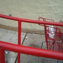 Photo taken at Redner's Warehouse Markets by MUFFIN B. on 5/2/2012