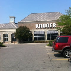 Photo taken at Kroger by Chikorina W. on 7/18/2012