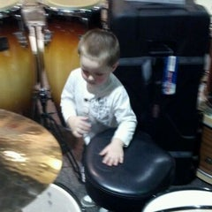 Photo taken at Guitar Center by Ryann R. on 3/21/2012