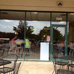 Photo taken at Zinga! Frozen Yogurt by Karen B. on 8/11/2012