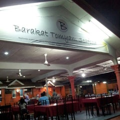 Photo taken at Barakat Tomyam Seafood by Ujang S. on 8/29/2012