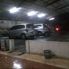 Photo taken at Arema Car Wash by Dee D. on 6/4/2012