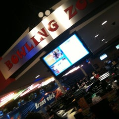 Photo taken at Brunswick Zone XL - Brooklyn Park by Owen P. on 4/26/2012