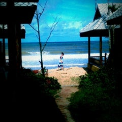 Photo taken at Baan Pakgasri Hideaway Bungallows by Mark T. on 8/23/2012