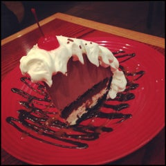 Photo taken at Red Robin Gourmet Burgers by Joy M. on 6/28/2012