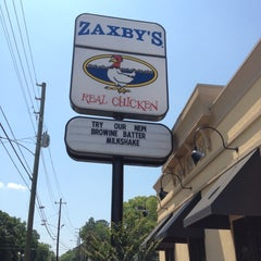 Photo taken at Zaxby's by Stephen F. on 5/17/2012