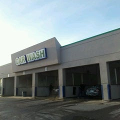 Photo taken at Discount Car Wash by Bonnie E. on 2/19/2012