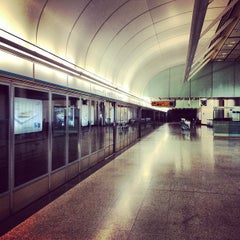 Photo taken at MTR Hong Kong Station 香港站 by Jeff L. on 9/2/2012