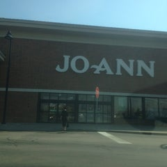 Photo taken at Jo-Ann Fabric and Craft by Sue V. on 3/21/2012