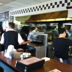 Photo taken at Thomas's Ham 'N' Eggery Diner by Lewis C. on 4/18/2012