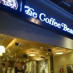 Photo taken at The Coffee Bean & Tea Leaf by Nicholas C. on 2/18/2012