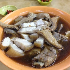 Photo taken at Heng Kee Bak Kut Teh 兴记肉骨茶 by Andy K. on 6/16/2012