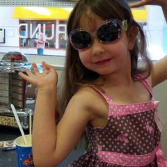 Photo taken at Johnny Rockets by Victoria E. on 6/14/2012